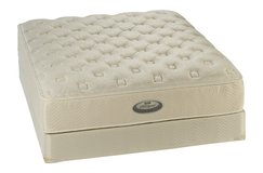 Used Simmons Beautyrest Kingsize Mattress with Split Boxsprings in Ramstein, Germany
